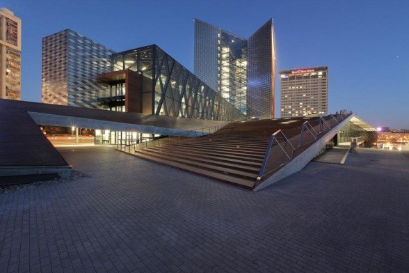 Swedbank-Head-Office-by-Audrius-Ambrasas-Architects-588x392
