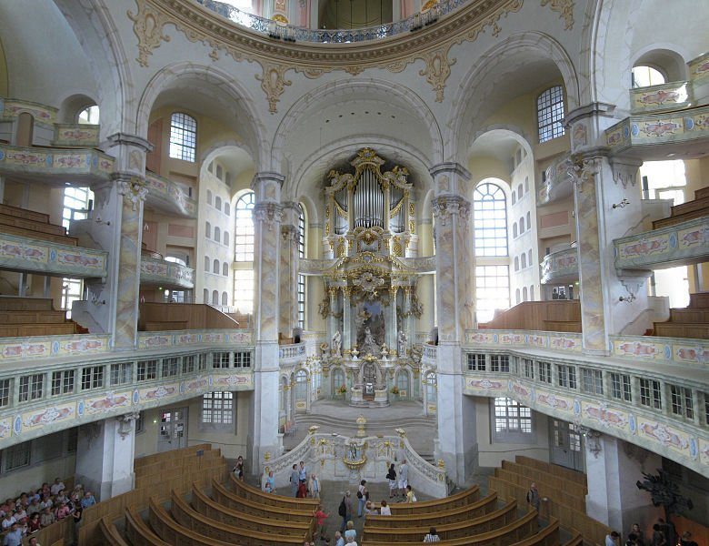 780px-Frauenkirche_interior_2008_001-Frauenkirche_interior_2008_009