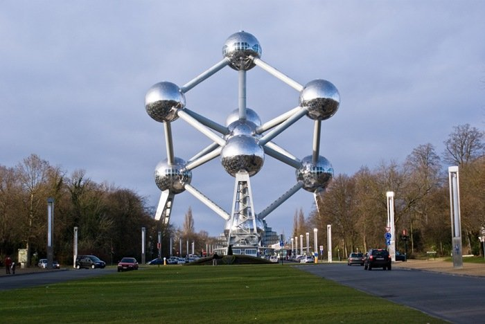 7-33-Worlds-Top-Strangest-Buildings-atomium