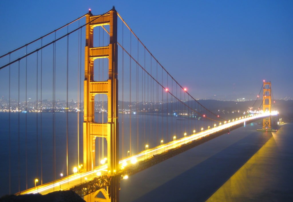 Golden_Gate_Bridge_bei_Nacht