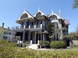 Sandra-Bullocks-Gothic-Victorian-mansion