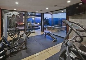 12Justin-Bieber-Hollywood-Hills-Home-300x210