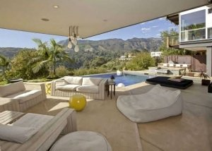 15Justin-Bieber-Hollywood-Hills-Home-300x214