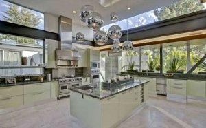 16Justin-Bieber-Hollywood-Hills-Home-300x186