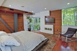 6Justin-Bieber-Hollywood-Hills-Home-300x199