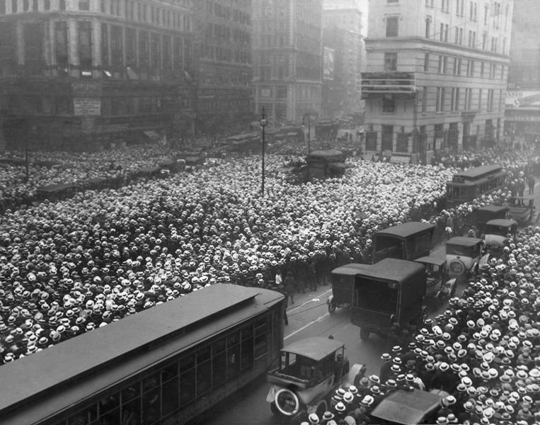 763px-Crowd_awaits_news_of_Dempsey_-_Carpentier