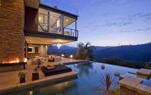 8Justin-Bieber-Hollywood-Hills-Home-300x188