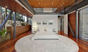 9Justin-Bieber-Hollywood-Hills-Home-300x179