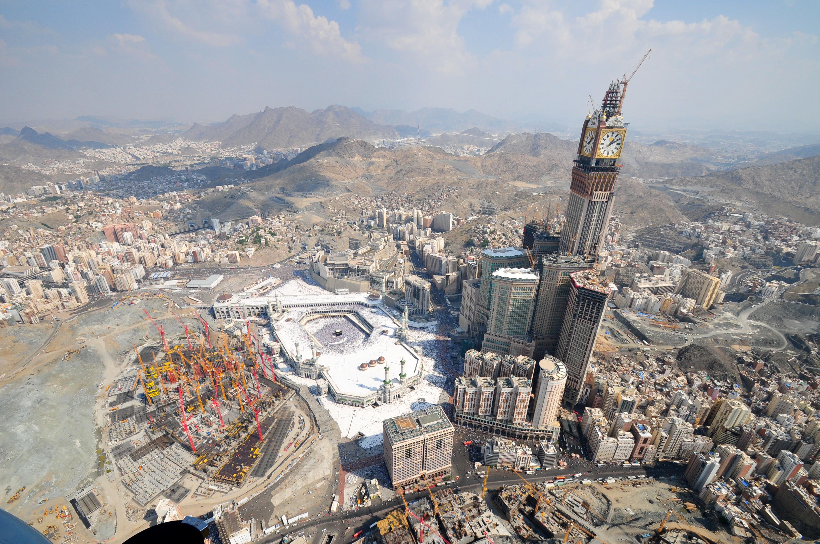 Aerial_View_of_Abraj_Al_Bait_Under_Construction