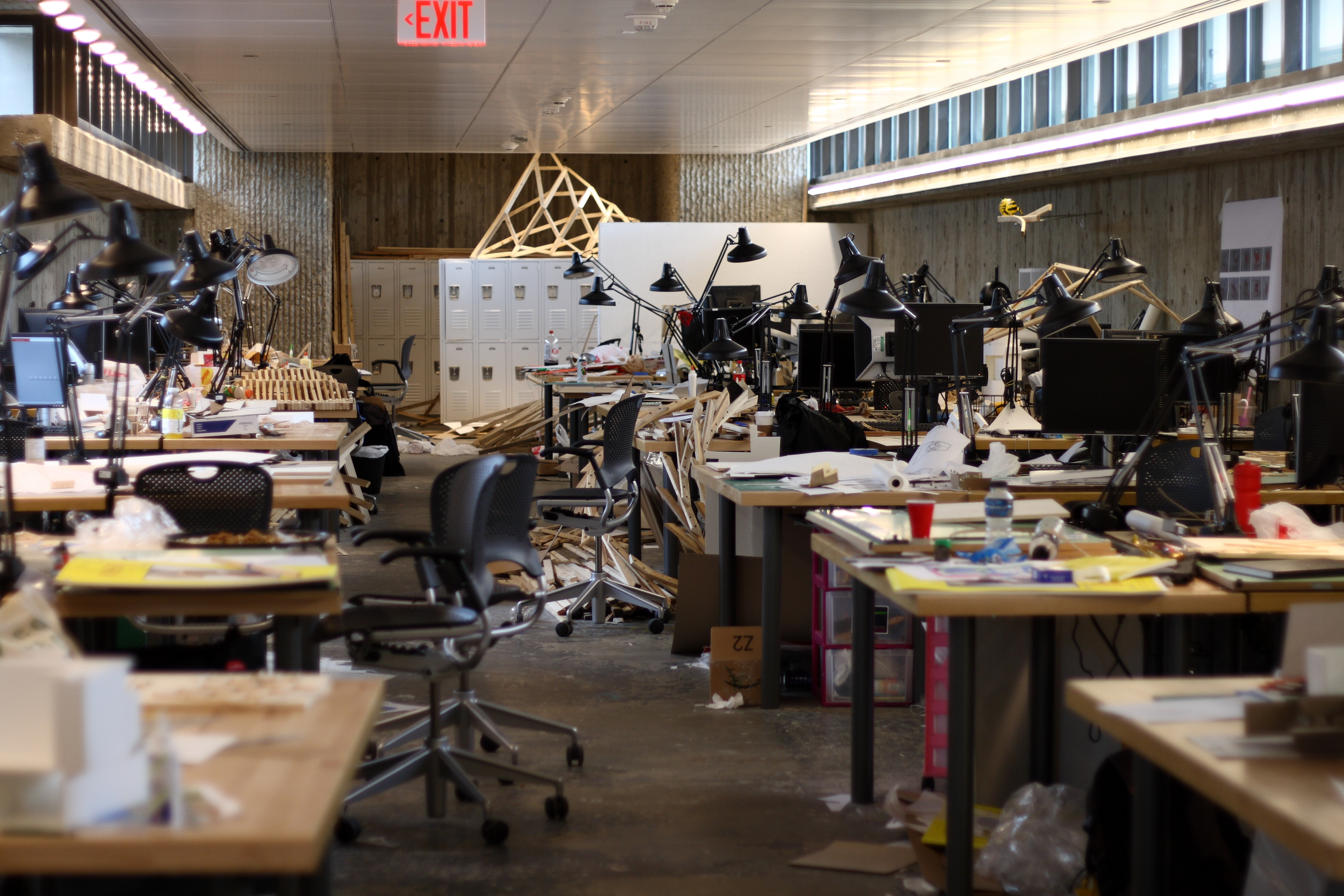 Desks_of_architecture_students_in_the_Yale_Art_and_Architecture_Building,_September_29,_2008