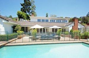 Emma-Stone-Andrew-Garfeild-new-home-Beverly-Hills-1-300x198
