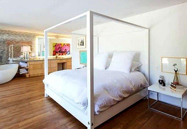 Pamela-Andersons-Malibu-Beach-House-listing-10