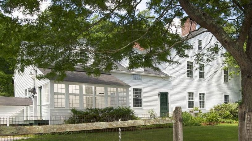 Renee-Zellwegers-Country-House-in-Connecticut1