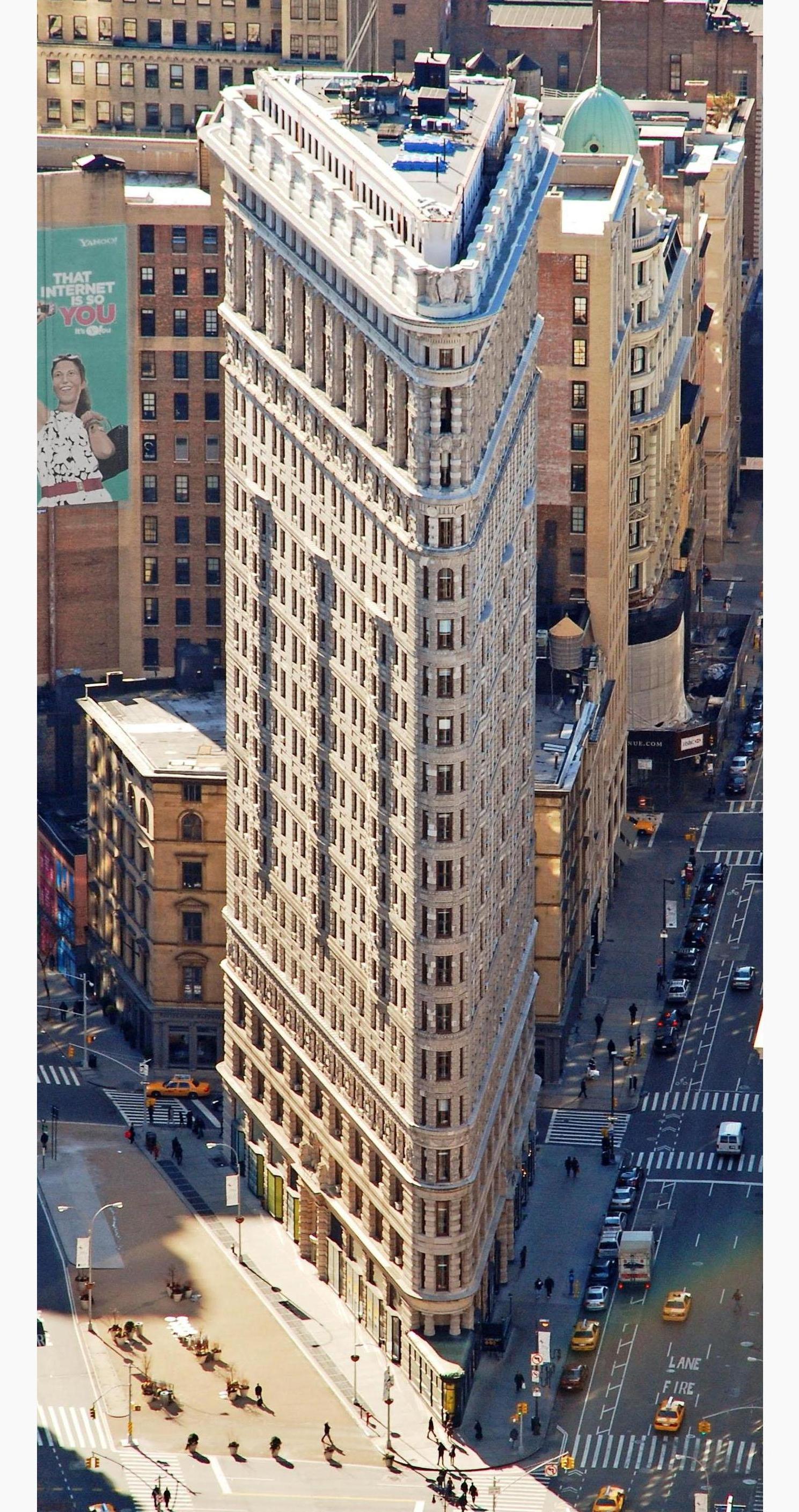 Edificio_Fuller_(Flatiron)_en_2010_desde_el_Empire_State_crop_boxin