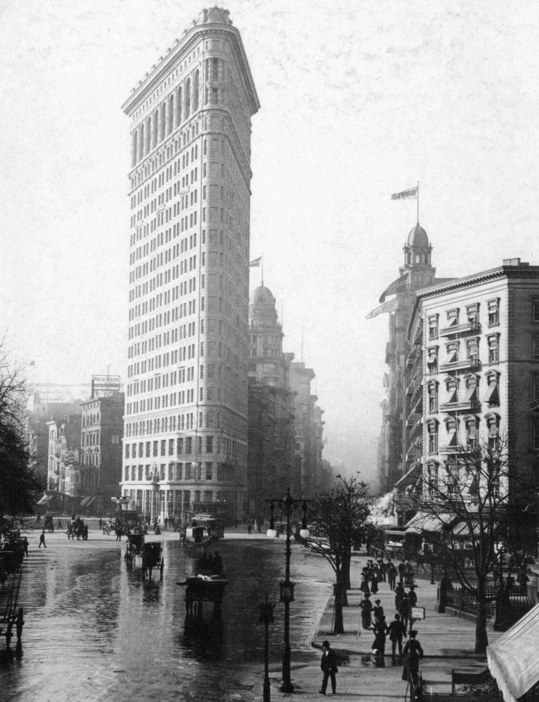Flatiron_Building_NYC_c1903