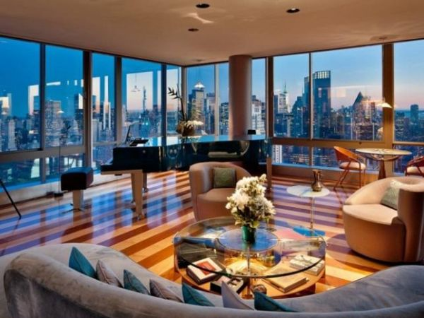 Fabulous-living-room-with-an-amazing-city-skyline-view
