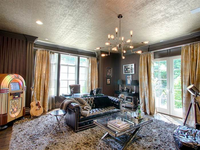 kevin-jonas-music-room-today-160719_84407eedf42795c7b3dcb5559cdf2e8e.today-inline-large