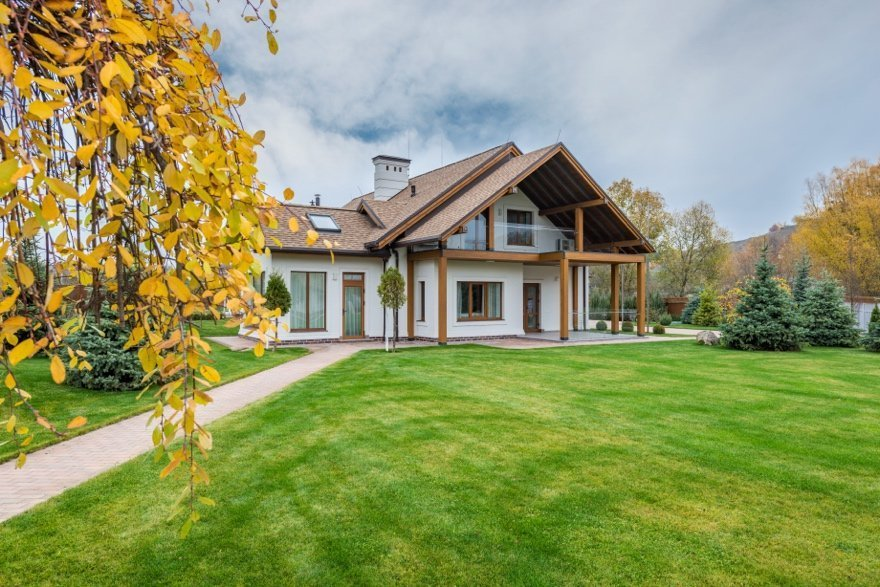 A picture containing grass, outdoor, tree, house Description automatically generated